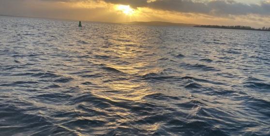 Blick von der Segelyacht aufs Meer